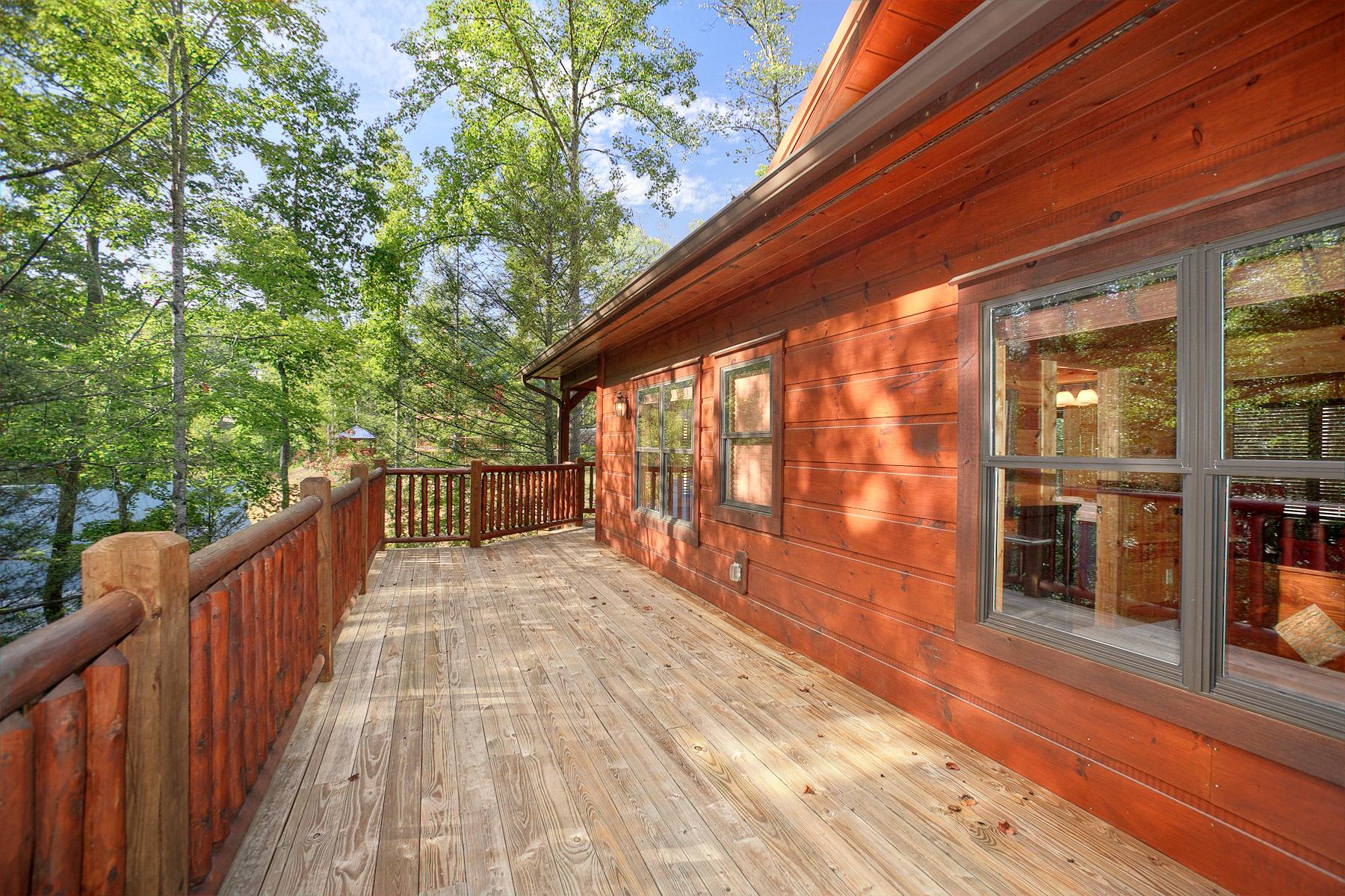 Bear cub lodge formerly legendary luxury cabin in for Little bear cabin in gatlinburg tn
