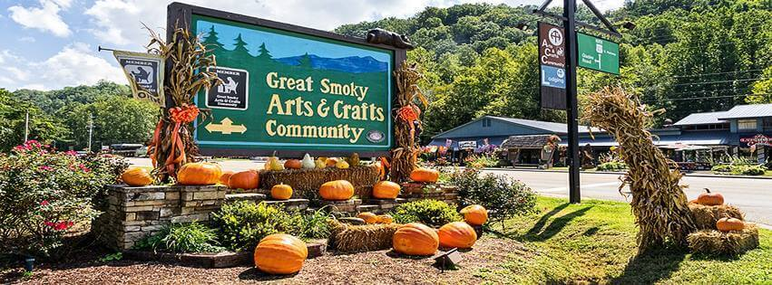 The great smoky mountain arts crafts community in for Gatlinburg arts and crafts community restaurants