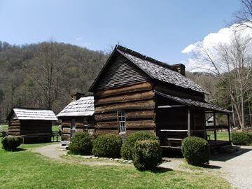 oconaluftee-river-trail-mountain-farm-museum-davis-house