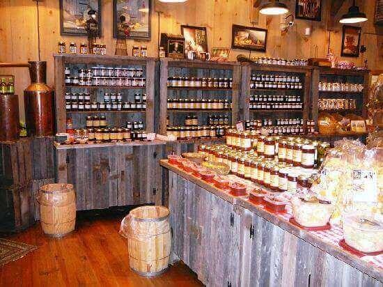 shopping-moonshine-ridge-country-store-cafe-jams