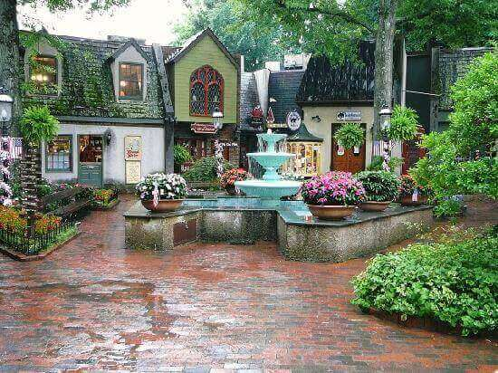 shopping-the-village-shops-fountain