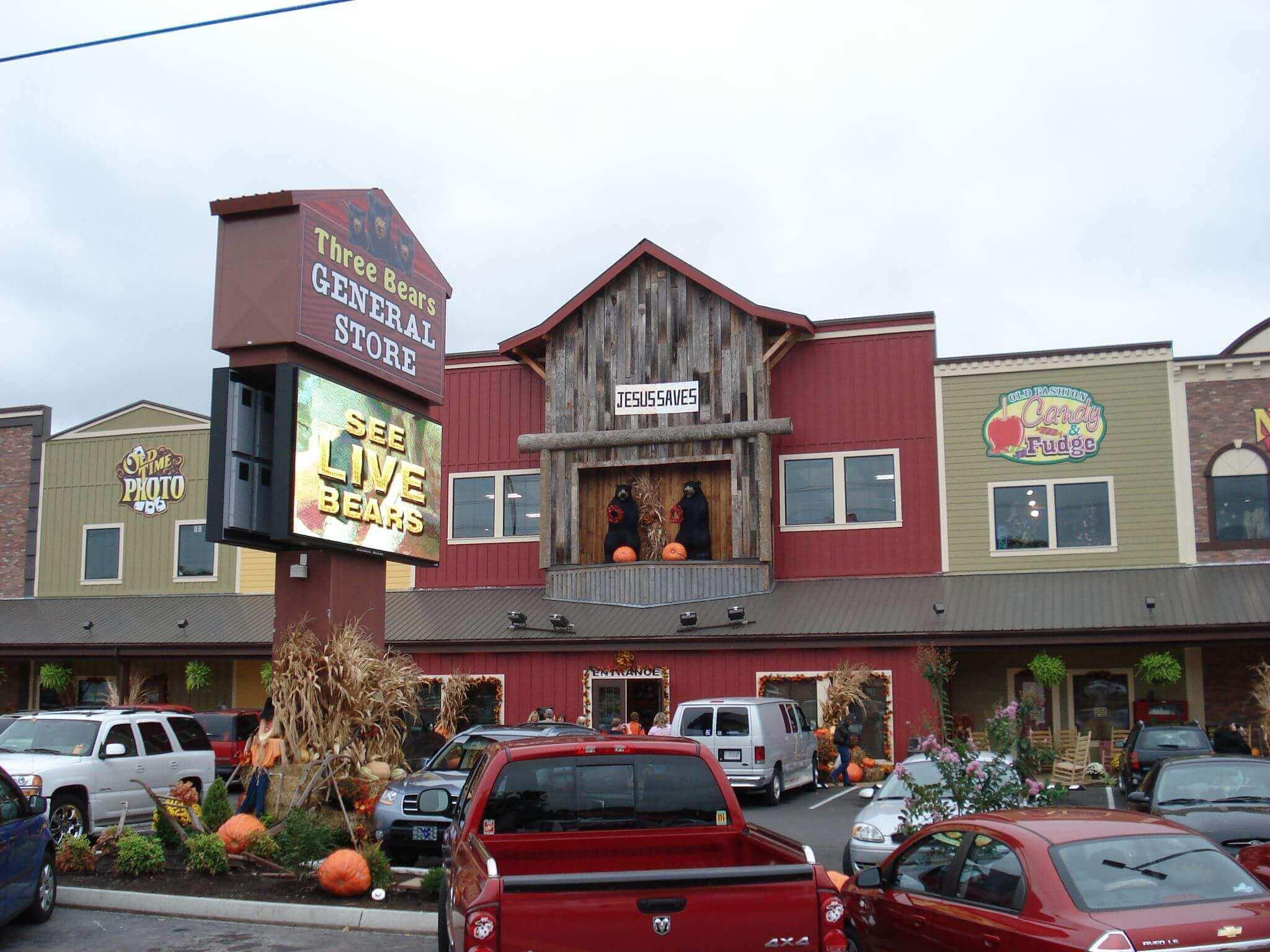 3 Bedroom Cabins In Pigeon Forge Shopping In Gatlinburg Amp Area Elk Springs Resort