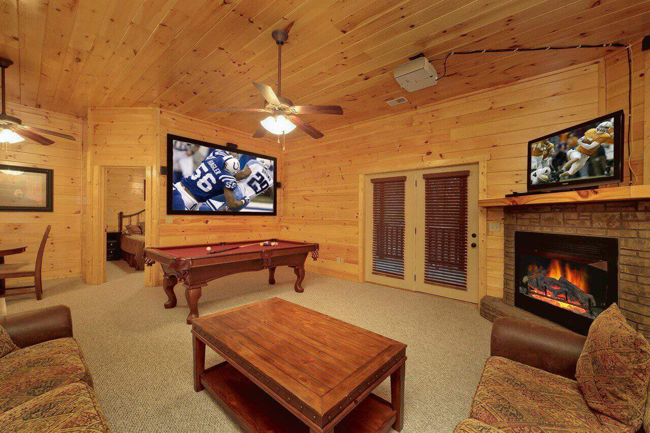 Bear cub lodge cabin in gatlinburg elk springs resort for Big bear 2 person cabin