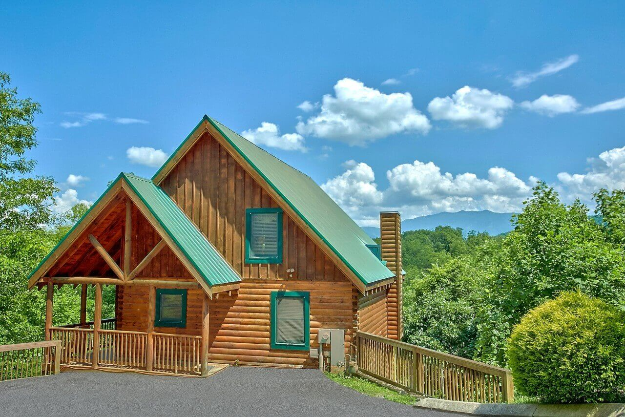a mountain view theater lodge cabin in pigeon forge elk